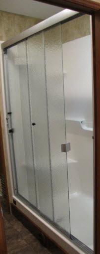 Laredo / 2017 / Door / Shower